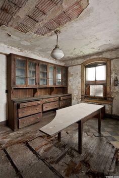 15-Ellis Island 30