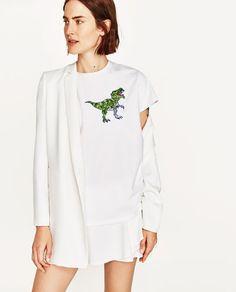 Image 2 of DINOSAUR APPLIQUÉ SHORT SLEEVE T-SHIRT from Zara