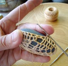 HOW TO TUTORIAL Margaret Oomen's Little Urchin Crochet Covered Sea Stones - I always wondered how these were done.