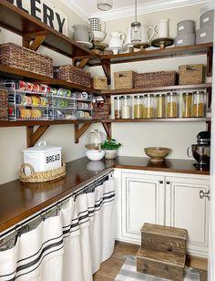 Wood Kitchen Island, Farmhouse Sink Kitchen, Modern Farmhouse Kitchens, Farmhouse Style Decorating, Farmhouse Kitchen Decor, Antique Farmhouse, Country Kitchens, Country Homes, Farmhouse Ideas