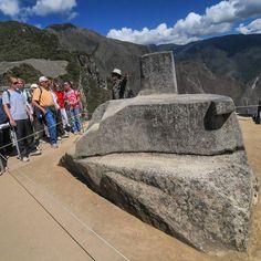 El #Intihuatana de #MachuPicchu cumplió dos funciones: medición del tiempo (solsticio y equinoccio) por efecto de luz y sombra y como piedra altar #Cusco #Peru  #Geocusco by geocusco
