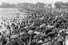 Venice Beach, Calif. on a nice day in 1920s.