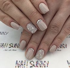 Semi-permanent varnish, false nails, patches: which manicure to choose? - My Nails Simple Wedding Nails, Wedding Nails For Bride, Wedding Nails Design, Simple Elegant Nails, Nail Wedding, Trendy Wedding, Wedding Makeup, Bride Nails, Prom Nails