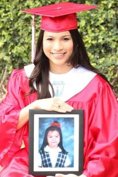 Great idea to take graduation pictures of your children. A lot of PreK/Kindergarten classes have graduation. Hold that picture with your high school graduation. Then hold that picture at college graduation. College Graduation Pictures, Graduation Picture Poses, Graduation Photoshoot, Grad Pics, Graduation Ideas, Grad Pictures, High School Graduation Picture Ideas, Graduation 2015, Grad Photo Ideas