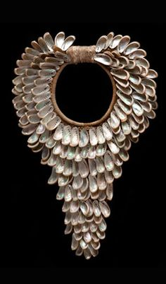 Contemporary necklace from New Guinea | Shells combined with natural fibre #contemporary #jewelry