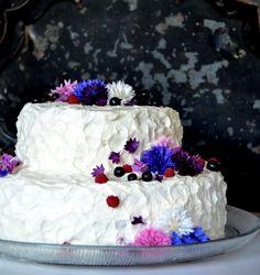 Cake with a vanilla, blueberries & rasberrys Blueberries, Vanilla, Baking, Cake, Desserts, Food, Tailgate Desserts, Berry, Deserts