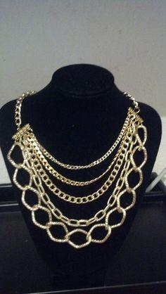 collar de cadenas doradas en diferentes tamanos