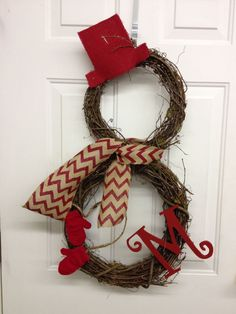 Snowman Wreath Made From Grapevine Wreaths. I want to make this but spray paint the wreaths white. Winter Christmas, All Things Christmas, Christmas Holidays, Christmas Ornaments, Christmas Snowman, Christmas Door, Grapevine Christmas, Winter Porch, Christmas Ribbon