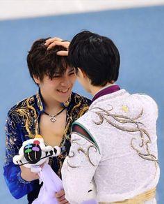 Bless these two ❤❤ Yuzuru Hanyu. Shoma Uno.