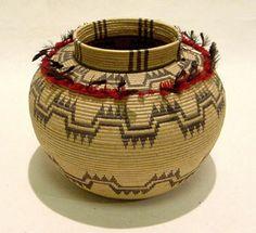 Kern River Valley Tübatulabal Treasure Basket abt. 1860,  Design: Flight of the butterfly.