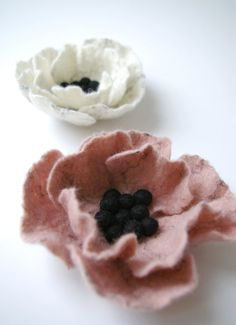 felted flowers by JenMal Brooches Handmade, Handmade Flowers, Diy Flowers, Fabric Flowers, Felt Crafts Diy, Crafts To Do, Crafts With Pictures, Felt Brooch, Felt Fabric