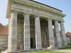 Porche d'entrée de la Saline royale (1774-1779) d'Arc-et-Senans - Ledoux