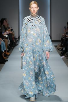 Zimmermann Fall 2016 Ready-to-Wear Fashion Show http://www.theclosetfeminist.ca/ http://www.vogue.com/fashion-shows/fall-2016-ready-to-wear/zimmermann/slideshow/collection#18