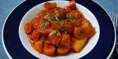 Fantastisk svensk pølseret i en sund udgave, som er tilført dejlige grøntsager og ingredienser med et lavere fedtindhold. En skøn ret, der smager fuldstændig som den originale af slagsen. Actifry, Danish Food, Always Hungry, Cooking Recipes, Healthy Recipes, Easy Snacks, Soul Food, Meal Prep, Curry