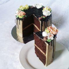chocolate spongecake buttercream flower cake