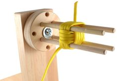Inspiration: How to build a compact paracord jig Need a router for this one I need this Paracord Tutorial, Paracord Braids, Paracord Bracelets, Rope Crafts, Diy And Crafts, Monkey Fist Knot, Macrame Knots, Projects To Try, Survival
