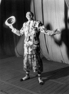 c1945: Music hall entertainer and comedian Max Miller. (Photo by Fox Photos/Getty Images)