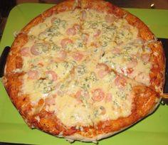 Pizza masa piedra, camarón queso azul