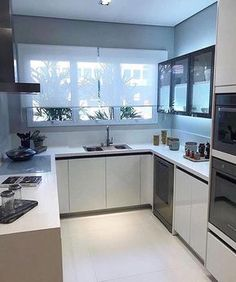 6 Modern Small Kitchen Ideas That Will Give a Big Impact on Your Daily Mood - Houseminds Home Decor Kitchen, Kitchen Design Small, Kitchen Cabinet Design, Kitchen Design Modern Small, Home, Kitchen Decor, Kitchen Remodel Small, Home Kitchens, Small Modern Kitchens