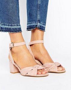 New Look – Sandale aus Wildlederimitat mit Knoten vorne und Blockabsatz