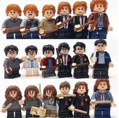 Die Entwicklung der Harry Potter Figuren über die verschiedenen Bücher - dargestellt mit Lego Figuren! Klicke auf das Bild und finde tolle Lego Figuren! #geschenkidee #geschenk #gift #idea #harry #potter #harrypotter Lego Harry Potter, Harry Potter Stories, Harry Potter Universal, Harry Potter Advent Calendar, Lego Advent Calendar, Lego Hogwarts, Lego Site, Ron And Harry, Lego Design