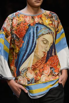 How does Dolce & Gabbana do devout? With plenty of glamour to spare. Fashion Prints, Fashion Art, Runway Fashion, Fashion Show, Autumn Fashion, Mens Fashion, Fashion Design, Mode Baroque, Versace