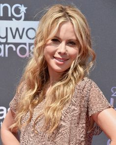 2014 Tara Lipinski Long Hairstyles: Layered Wavy HairTara Lipinski styles her long hair tousled curly with a middle part to enhance her oval face structure. The long layers lighten the length and enhance soft loose curls. The long hairstyle is excellent for people searching for a chic hairstyle with a lot of bounce to gain turn heads.