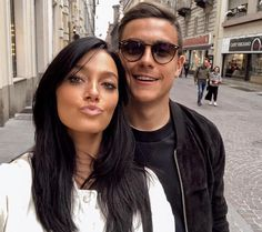 James Rodriquez, Soccer Couples, Close Up, Best Football Players, Woman Crush, Girl Crushes, Couple Goals, Famous People, Sunglasses