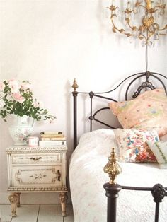 Shabby Chic Home Interiors – Decorating Tips For All Country Cottage Bedroom, French Country Bedrooms, Shabby Chic Cottage, Shabby Chic Decor, Country Decor, Country French, French Cottage, Cozy Cottage, French Style