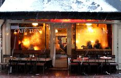 Amsterdam coziest cafes and bars - Cafe de Tuin - cozy in the snow in the Jordaan