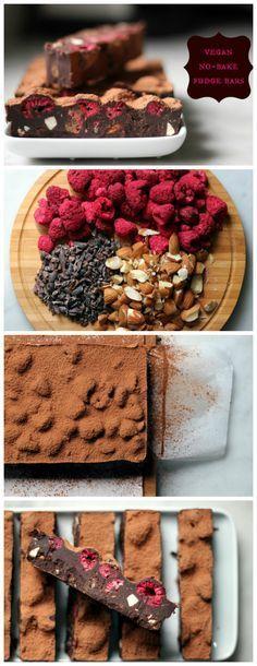 3/4 c. el aceite de coco 1/2 c. mantequilla de coco 1/2 c. cacao en polvo 1/2 c. jarabe de arce pizca de sal marina fina 3/1 c. congelar las frambuesas secas 1/4 c. almendras sin sal asados, picadas 2 fragmentos de cacao T.