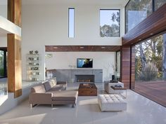 Beautiful Modern Home : 1060 Woodland Drive in Beverly Hills