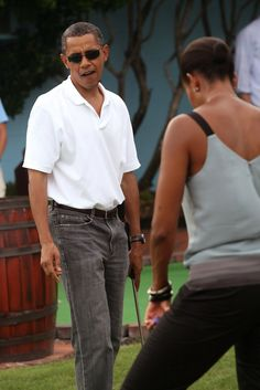 United States President Barack Obama and first lady Michelle Obama (R) play miniature golf