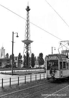 Auch am Berliner Funkturm fuhr 1954 noch eine Strassenbahn.Ein Triebwagen der Linie 75 passiert die Neue Kantstrasse