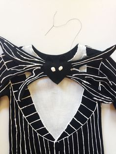 Jack Skellington DIY Halloween costume in just 5 easy steps. So cool. Love Nightmare Before Christmas.