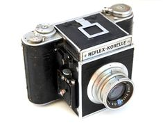 A Kochmann Reflex Korelle IIA from c1938 with f3.5/75mm Victar lens made by E. Ludwig. This is an early example of a reflex camera with interchangeable lenses made at Korelle-Werke Dresden and is seen as a forerunner of the Pentacon Six. Format is 6 x 6cm on 120 rollfilm. It features a focal plane shutter and thread-mount lens