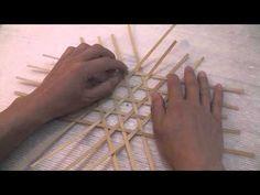 六つ目編みの基本編 six vertices weave - basic technique Recycled Magazines, Recycled Crafts, Diy And Crafts, Newspaper Basket, Newspaper Crafts, Paper Weaving, Weaving Art, Weaving Designs, Weaving Patterns