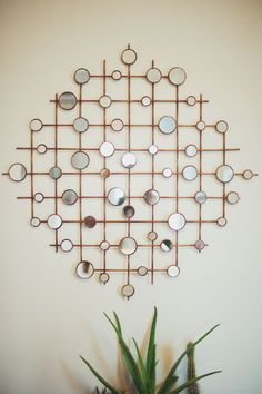 5 Flattering Clever Ideas: Round Wall Mirror Black And White big wall mirror window.Round Wall Mirror Black And White wall mirror house doctor.Round Wall Mirror Black And White. Diy Wand, Diy Wall Art, Diy Wall Decor, Mirror Wall Decorations, Living Room Wall Decor Diy, Diy Mirror Decor, Paper Wall Decor, Metal Art Decor, Mirror Crafts