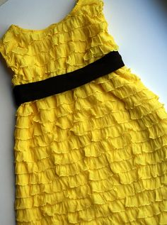 20 minute ruffle dress pattern tutorial for little girl. Too cute! This is definitely on my 'to do' list......maybe just in a different color