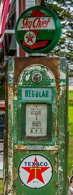 Home Interior Illustration Vintage Texaco Gas Pump Industrial Home Decor Project Idea Old Gas Pumps, Vintage Gas Pumps, Vintage Signs, Vintage Cars, Decor Vintage, Pompe A Essence, Harley Davidson, E Motor, American Pickers