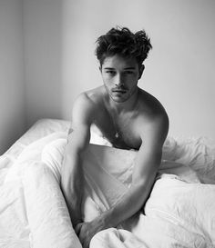model Francisco Lachowski in my bed , lucky guy Francisco Lachowski, Beautiful Boys, Pretty Boys, Men Photoshoot, Hommes Sexy, Male Photography, Hot Boys, Handsome Boys, Male Poses