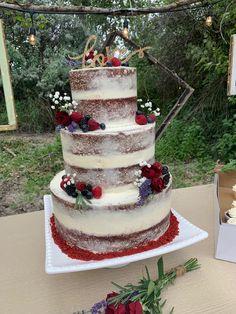 Red Velvet wedding cake Velvet Cake, Red Velvet Wedding Cake, Red Velvet Cupcakes, Autumn Wedding, Red Wedding, Christmas Wedding, Wedding Day, Pastel Red, Wedding Cupcakes