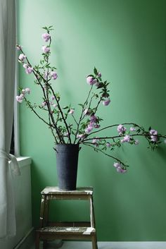 Adorable 52 Stylish Green Wall Design Ideas To Your Interiors Look More Awesome Green Paint Colors, Best Paint Colors, Interior Paint Colors, Room Colors, Wall Colors, House Colors, Bright Colors, Interior Design, Living Room Green