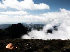"""Hoje após meu retorno da Patagônia, me lembro de quando comecei a viajar, cerca de sete anos atrás, eu não imaginava que iria tão longe assim, no meu primeiro camping eu nem conseguia armar minha barraca sozinho, era completamente inexperiente. E hoje já subi sozinho até mesmo o vulcão Tungurahua, o vulcão mais ativo da...<br /><a class=""""more-link"""" href=""""https://catracalivre.com.br/geral/viagem-acessivel/indicacao/como-transformei-viagens-de-fim-de-semana-em-grandes-aventuras/"""">Continue…"""