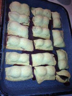 Slivkove kolace z Kraja slivkovych samot Hot Dog Buns, Hot Dogs, Bread, Food, Meal, Brot, Eten, Breads, Meals