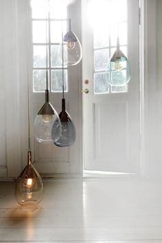 The Lute pendant lamp is a modern classic. Tall and elegant and with a perfect balance between top and bottom, it sets out with a rounded base in one colour that leads up to a slim funnel-shaped top in metallic coloured glass, further extending into a metal pipe. Th…