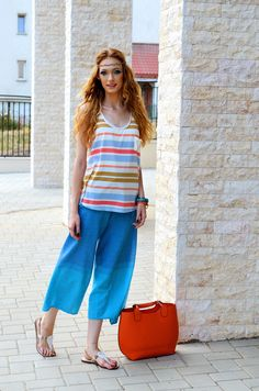 Fashion loves hippie  #fashion #fashionblogger #style #streetstyle #summer #beach #sea #seaside #outfit #hippie #colours #rainbow #blue #orange #pink #brides #waves #bracelets #comfortable #natural #cotton #makeup #wing #eyewing Street Style Summer, Street Look, Hippie Makeup, Hippie Fashion, Style Fashion, Hippie Style, My Style, Orange Pink, Summer Looks