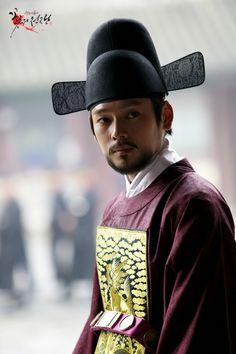 Cruel Palace - War of Flowers(Hangul:궁중잔혹사 – 꽃들의…