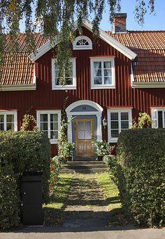 Old Town, Kalmar, Sweden Swedish Cottage, Red Cottage, Sweden House, Red Houses, Swedish Style, House Goals, Architecture, Scandinavian Design, My Dream Home