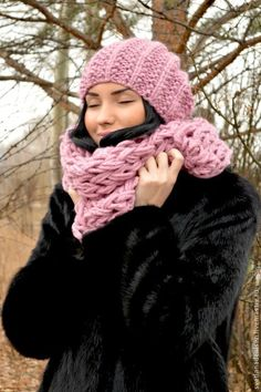 Купить или заказать Комплект вязаный « Розовый жемчуг», шапка и шарф снуд в интернет магазине на Ярмарке Мастеров. С доставкой по России и СНГ. Срок изготовления: в порядке очереди, срок…. Материалы: шерсть, акрил, пряжа. Размер: длинна 160см- ширина ок 30-35см размер…